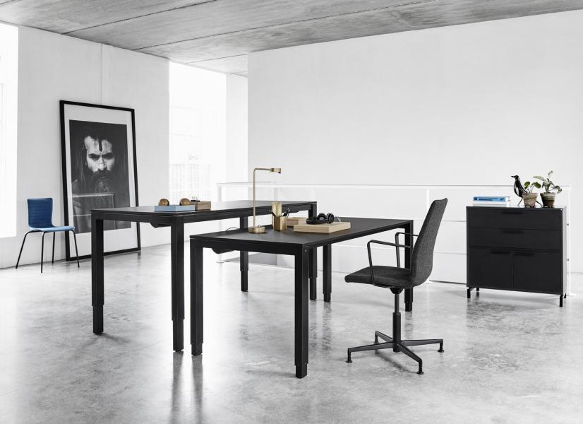 H4desk minimalistisk höj och sänkbart skrivbord Dansk design vacker funktion!