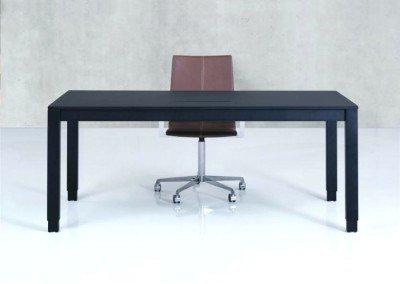 H4 skrivbordet. Dansk kontorsdesign - cool, avskalat enkelhet