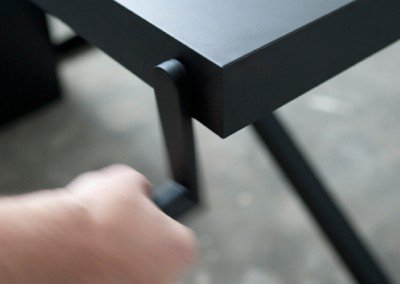 Xtable, skrivbord med manuell höjdinställning. Dansk design by Kibisi.