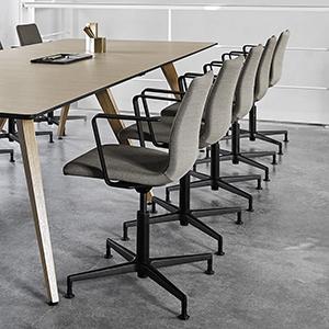 300-groovy-cc-minimalistisk-konferensstol-dansk-design