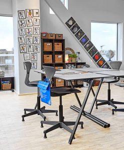 Skolbord. Dansk design skolmöbler m bra ergonomi