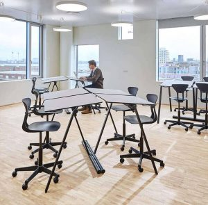 As two vinklingsbar-elevbord-framtidens-elevbord-mobilt gruppbord stapelbar