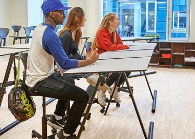 As-two-flexibelt-dansk-skolbord-elevbord-vinkla-skivan-mobilt