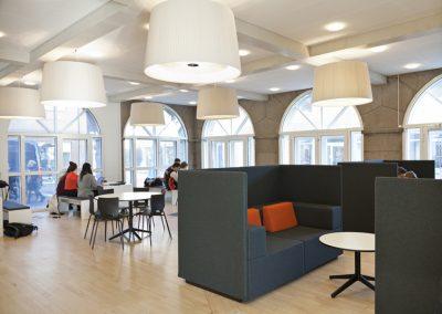 Free-air-high-dansk-design-soft-seating-soffa-offentligt-miljo