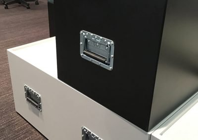 KVADR-Stagebox-dansk-modul-skolmobel-stapelbar-robust