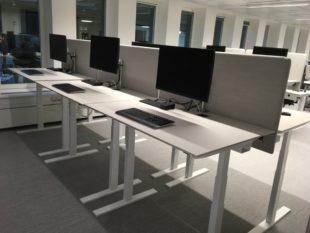 Q20-litet-hoj-sankbart-dansk-design-skrivbord (1)