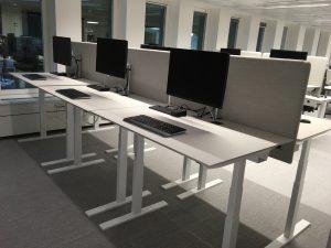 Q20-litet-hoj-sankbart-dansk-design-skrivbord