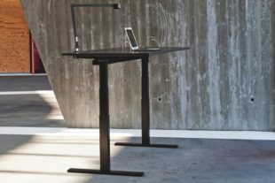 Q20-svart-hoj-sankbar-dansk-skrivbord