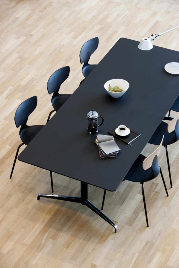 genese-konferensbord-hoj-sankbart-dansk-design