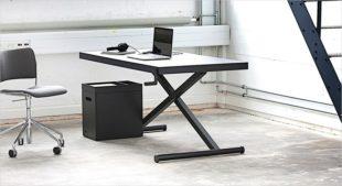 Danska Xtable i svart linoleum. Unilt höj och sänkbart skrivbord till hemmakontoret.