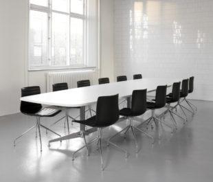 DO1100 konferensbord med recyklade aluminiumsdetaljer
