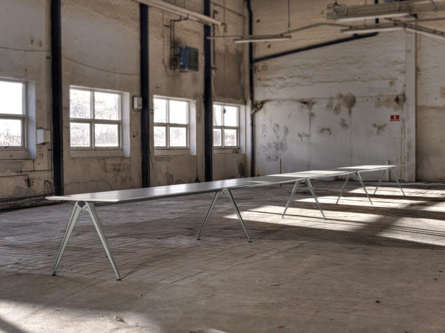 grip-langt-konferensbord-i-dansk-design